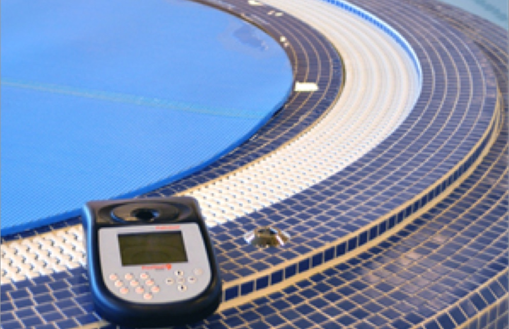 Controlling water quality in hydrotherapy centres